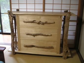 流木をアクセントに使ったタンス(奈良:興福院納品)
