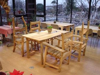 流木テーブルと流木チェアー