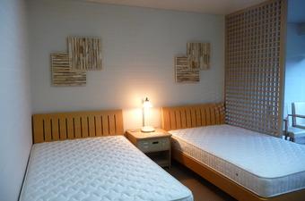 流木パネルによる壁面装飾例b