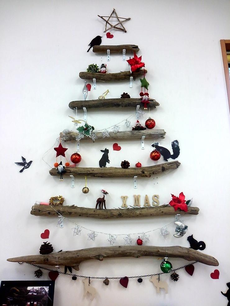 流木を使用して作ったクリスマスツリー